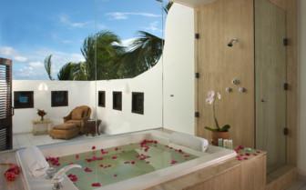 The pool villa bathroom