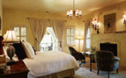 Suite with fireplace at Kenwood Inn