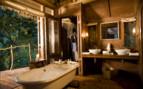 Bathroom with bathtub at the tree lodge