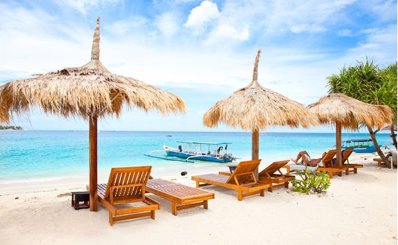 Beach loungers in Gili