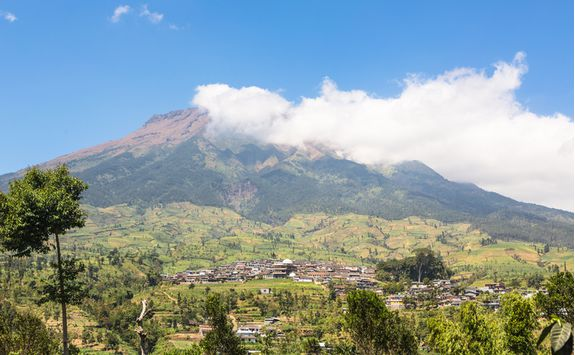 mount sumbing village java