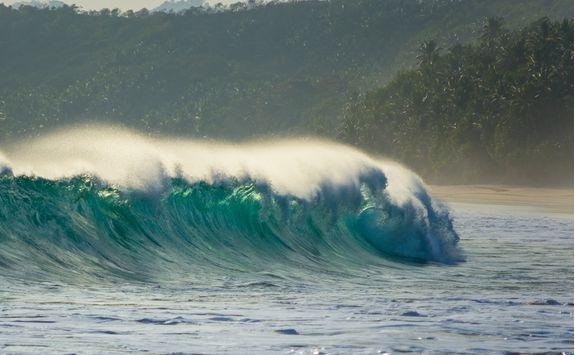 sumba island large wave surfing