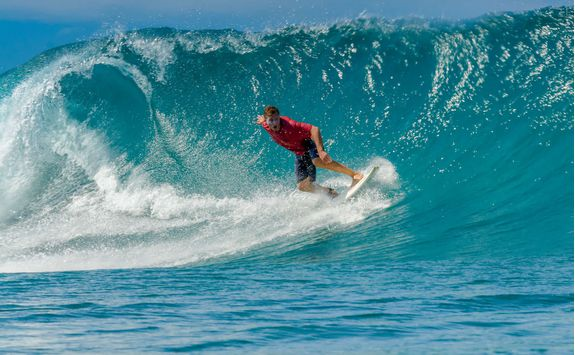 surfing sumba island