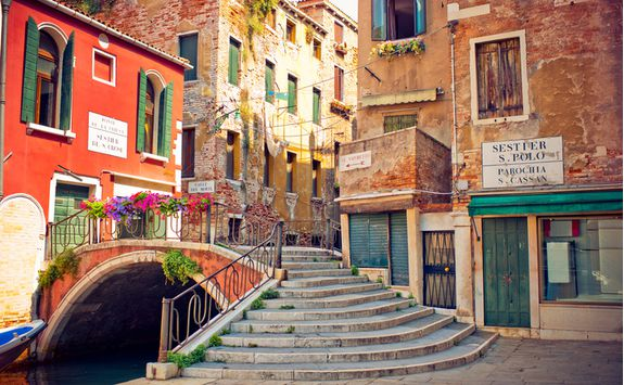 venice streets stairs