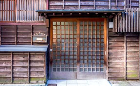 Doorway in Higashi district of Kanazawa