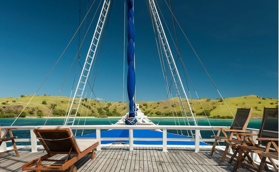 Liveaboard decking boat