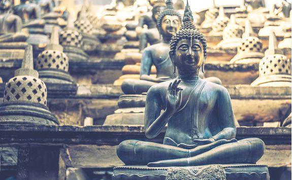 anuradhapura buddha statue