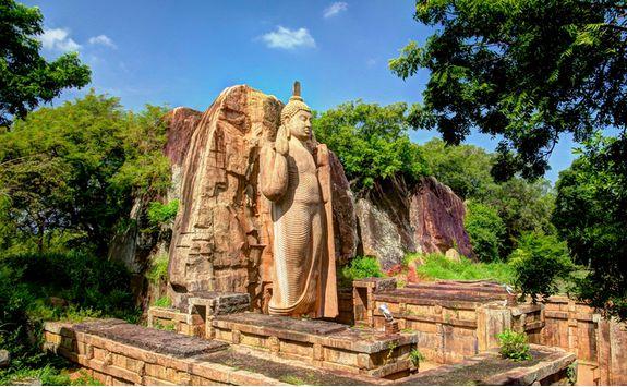 anuradhapura buddha statue on temple