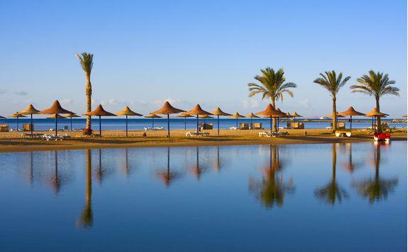 hurghada_beach_and_red_sea