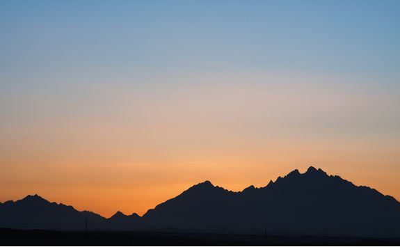 red_sea_mountains_sunset