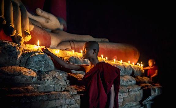 Sleeping Buddha and novice monk