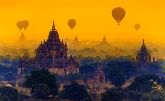 Ballons at sunrise