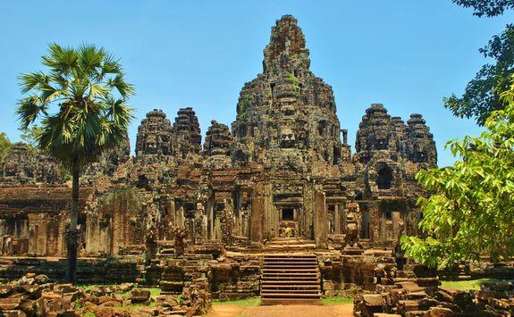 a photograph of bayon temple