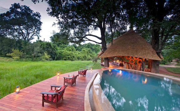 Swimming pool at Nkwali