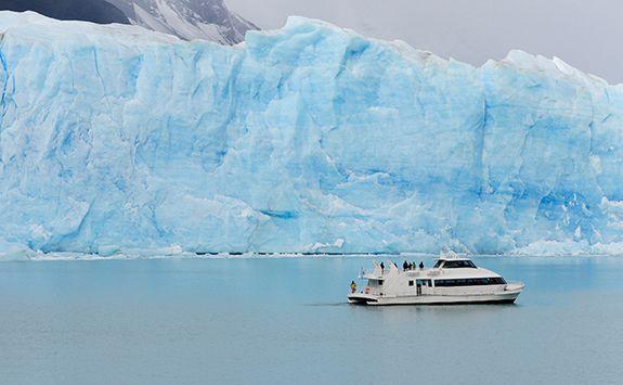 Boat trip past the glacier