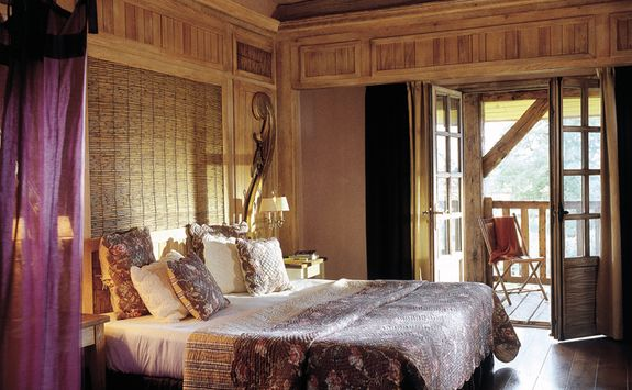 A bedroom at Les Sources de Caudalie