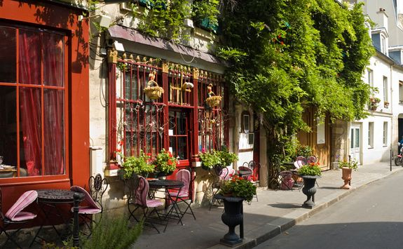 An outdoor cafe in the summer, Paris