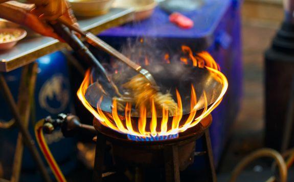 Pad thai cooking
