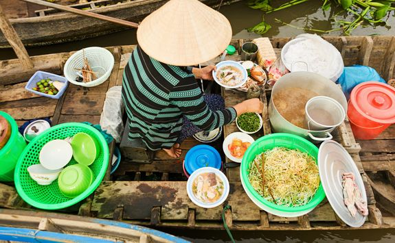 Floating pho stall