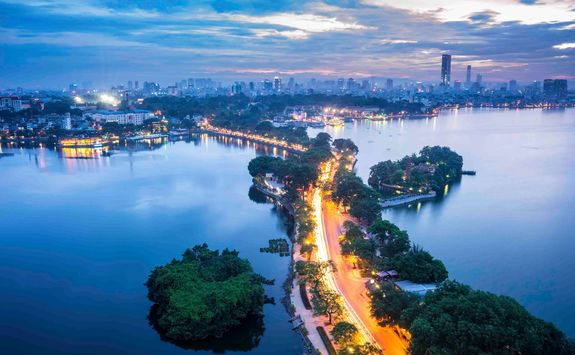 hanoi bridge in the evening