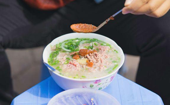 Pho in a Hanoi street market