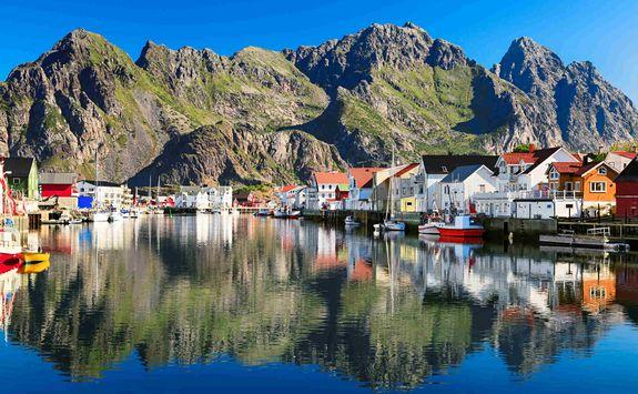 Hennigsvaer village