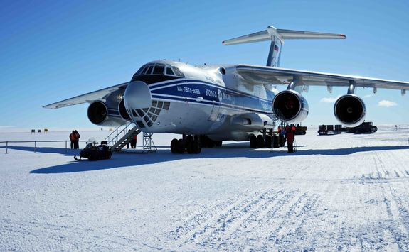 airplane landed in antarctica
