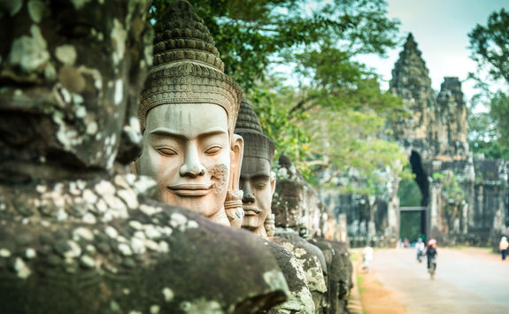 angkor statue temple