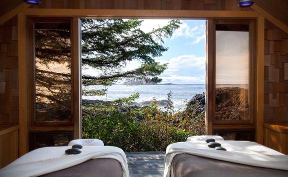 Wickaninnish Inn bedroom lookout