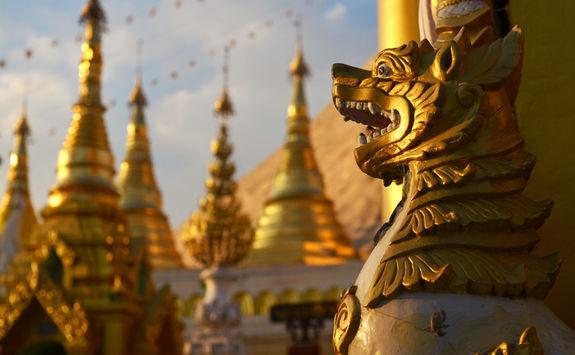 Shwedagon Pagoda figures