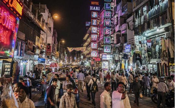 Paharganj main bazaar street at night