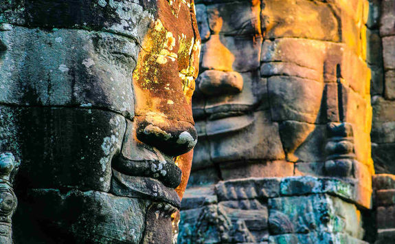 Sun reflection on Bayon faces
