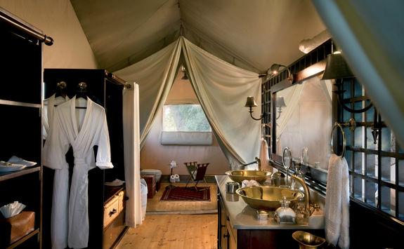 Duba expedition camp bathroom
