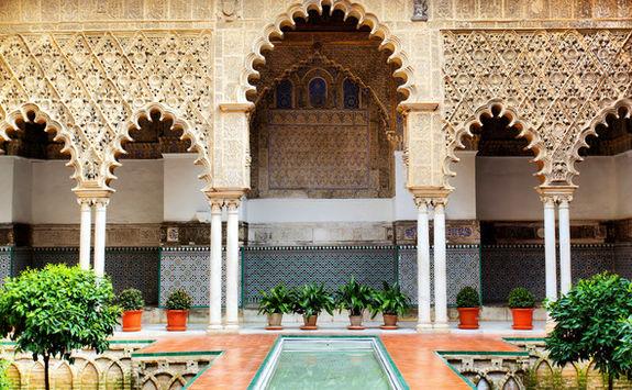 alcazar palace courtyard