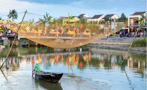 Fisherman on Thu Bon river in Hoi An