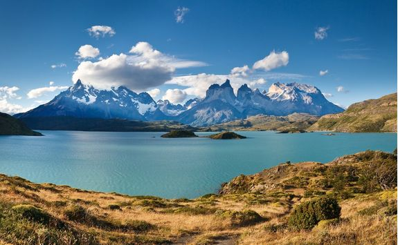 panoramic view of lake and mountains