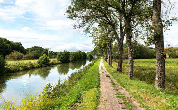 The canal between Champagne and Bourgogne