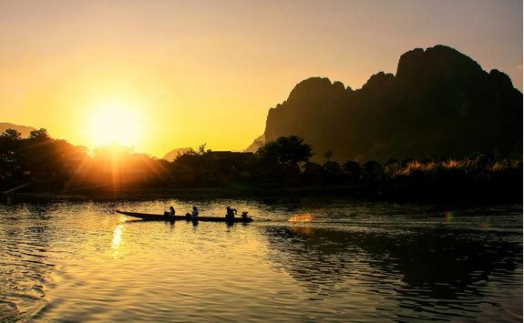 Sunset Kayaking in Vang Vieng