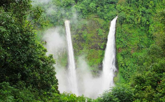Tad Fane Waterfalls Close