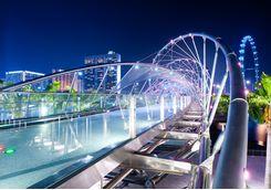 singapore_bridge_lit_up