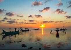 bali_traditional_boats_sunset