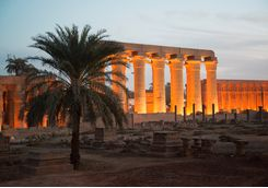 luxor_temple_at_night