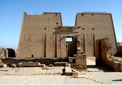 temple_of_edfu_close_up