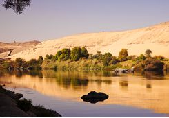 aswan_river_contrasting_colours