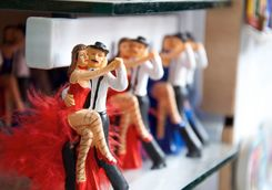 Figures which dance tango