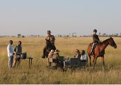 Persons having lunch while doing a riding safari