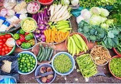 Vietnames food at market