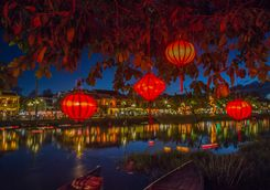 Hue river at night