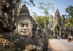 Buddhist head statue at Angkor Wat