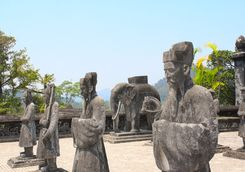 stone statues minh mang tomb